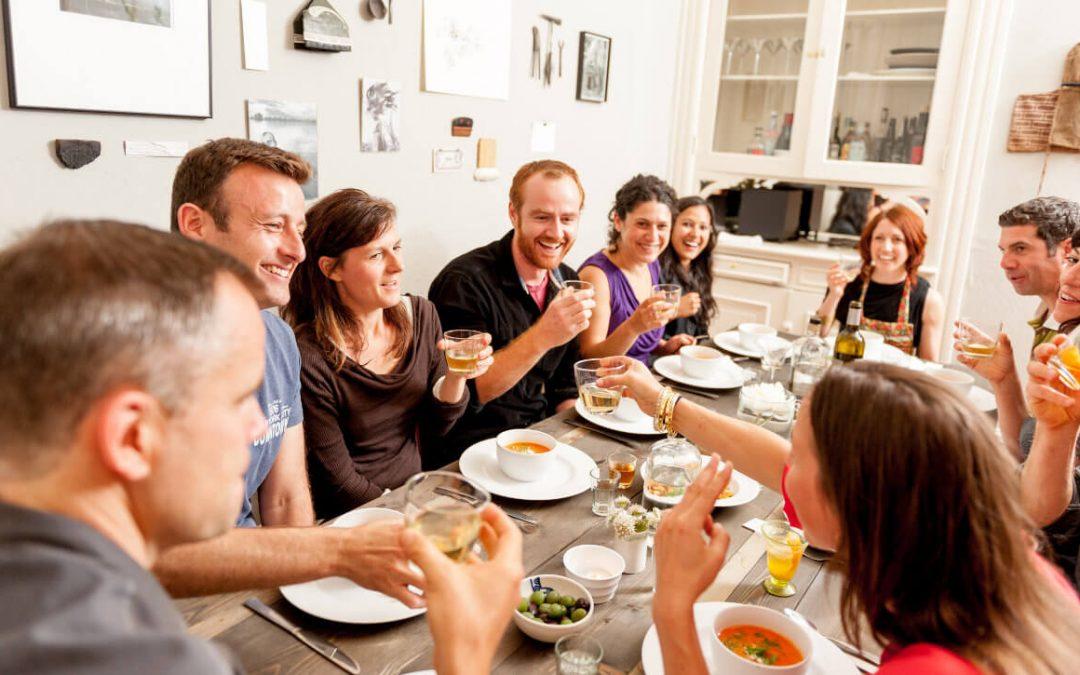 Mealsurfing; teilen Sie einen Tisch mit Fremden.