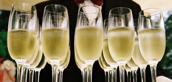 Der Unterschied zwischen Champagner und Schaumweinen