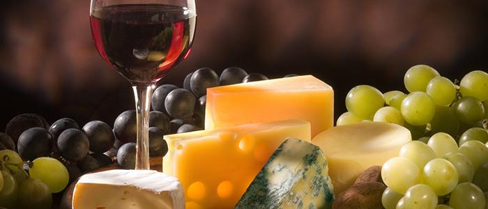 Wie man einen Wein zu einem Käse auswählt